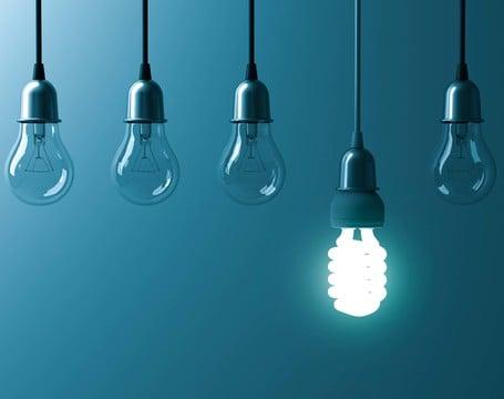 Lampen und Batterien